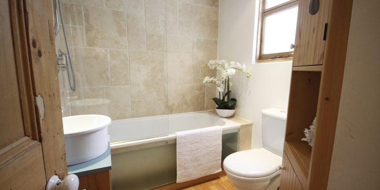 Hall Floor Flat 2, 16 Vanbrugh Park 002
